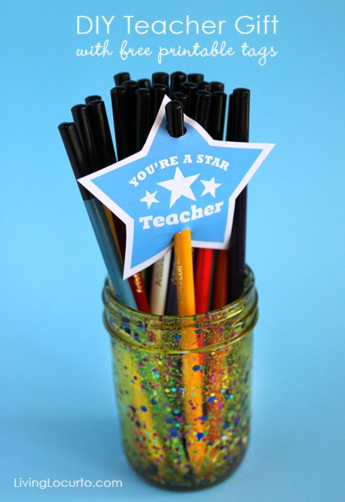DIY Teacher Gift in a Jar with Free Printable Tags. Kids Craft by Livinglocurto.com